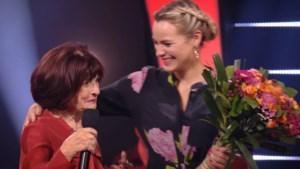 Ontroerend: 'Merlina' wordt in de bloemen gezet na auditie in 'The Voice'