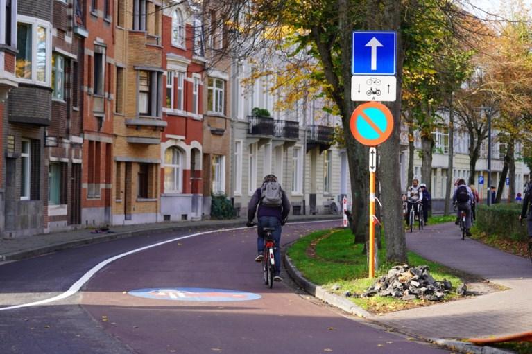 Officieel: vanaf morgen moeten fietsers op de baan rijden op de Coupure