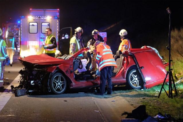 """21-jarige bestuurder vervolgd voor dodelijk ongeval met zijn vriend: """"Auto werd gebruikt als een discotheek"""""""