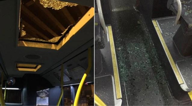 Week nadat er veiligheidsnetten werden gehangen: stuk beton van viaduct E17 valt door dak van bus De Lijn