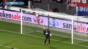 Commentator en speler kunnen hun ogen niet geloven: hoe kon deze héérlijke lob géén goal zijn?