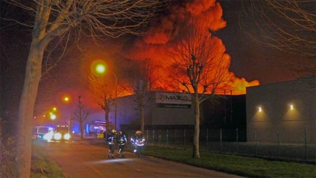 Dramatische gevolgen voor chemiebedrijf Matco na brand: gebouw gaat volledig in vlammen op