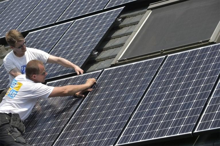 Eigenaars zonnepanelen verspillen massaal stroom om overschot niet gratis te moeten afstaan