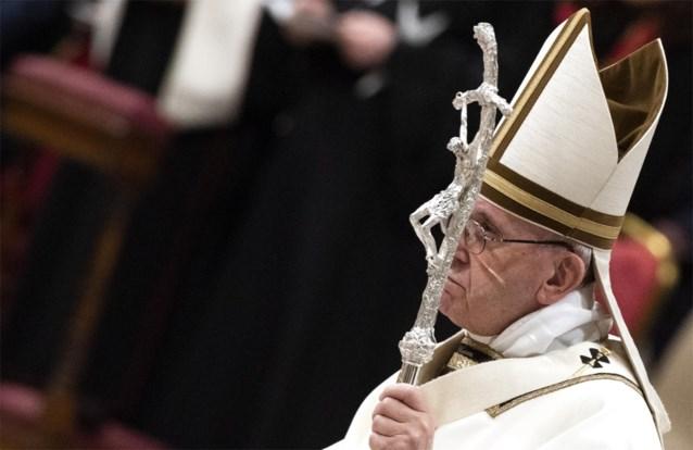 """Paus treurt tijdens kerstnachtmis over """"onverzadigbare hebzucht"""" van de mens"""