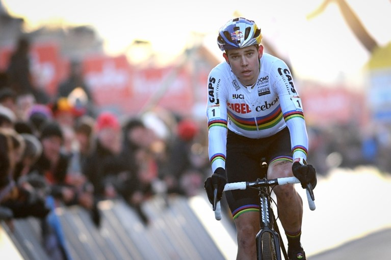 """Van der Poel ziet Van Aert beter worden, Stybar genoot van eerste cross: """"Startte vroeger achteraan als ik te laat was"""""""