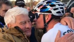 Van der Poel krijgt na zege in Zolder dikke knuffel van grootvader Poulidor