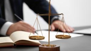 Advocaten blijven ook in 2019 gedoemd tot pen en papier