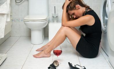 Let op voor de beruchte 'nieuwjaarskater': hoe drank inwerkt op je lichaam en welke middeltjes de pijn kunnen verzachten