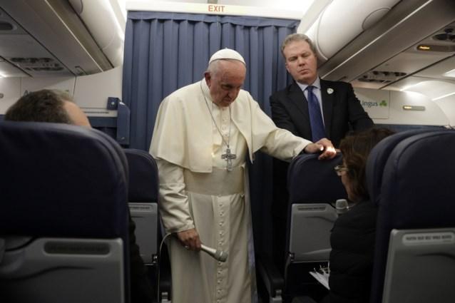 Vaticaanse woordvoerder en adjunct-woordvoerder stappen op