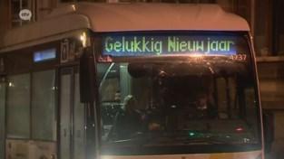 Twee busjes rijden tussen Tienen en Hoegaarden op oudjaar