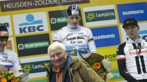 Familieliefde: Van der Poel schenkt trofee van cross in Zolder aan grootvader Poulidor