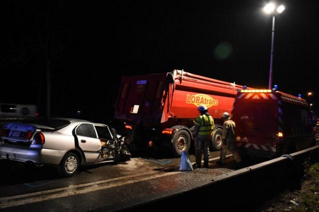 86-jarige automobilist sterft bij ongeval met vrachtwagen