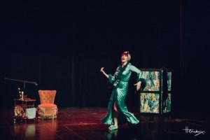 Minard beloont burleskshow Zoe Bizoe met staande ovatie