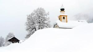 Al tot vijf meter sneeuw en er komt nog meer: Oostenrijk en Duitsland overweldigd