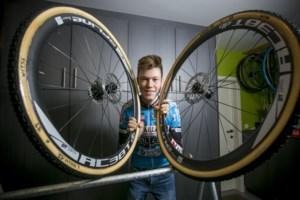 """Rijkevorselse junior veldrijder Witse Meeussen hoopt te scoren op BK: """"Door de tips van vava won ik mijn tweede koers, en toen was ik vertrokken"""""""