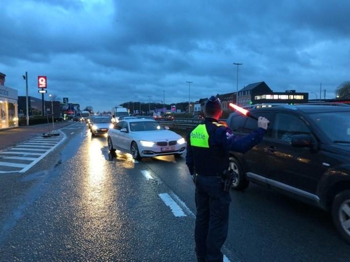 """Enorme verkeerschaos na grondverzakking nabij Ikea Wilrijk: """"Veel hinder, mijd de omgeving"""""""