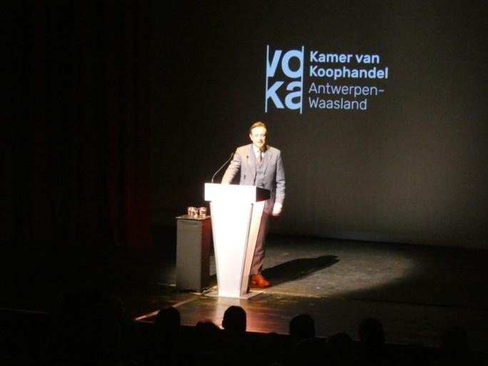 Bart De Wever haalt Britse komiek John Cleese door de mangel op Voka-avond
