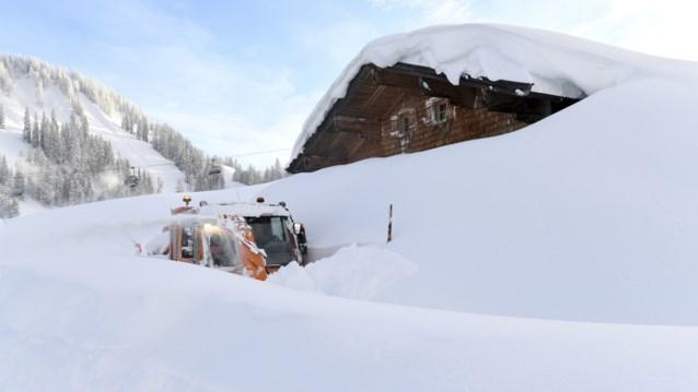 Ook zaterdag en zondag hevige sneeuwval in Oostenrijk en Duitsland: duizenden agenten ingezet om sneeuw te ruimen