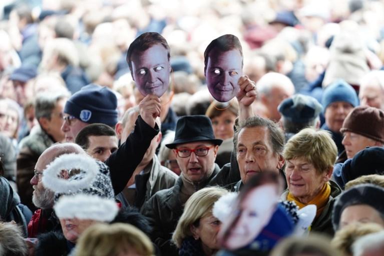 Nieuwjaarsreceptie Gent: applaus én boegeroep voor Mathias De Clercq, maskers van ex-schepen Christophe Peeters in het publiek