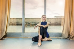 """Danscoach over nieuwsanker Hanne Decoutere: """"Ze heeft een lichaam waar velen van dromen. Vergeet niet dat ze 38 is en 2 kinderen heeft"""""""