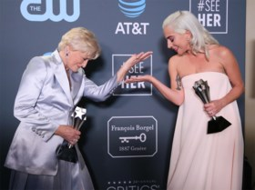 Lady Gaga wint Critics' Choice Award maar moet hem delen