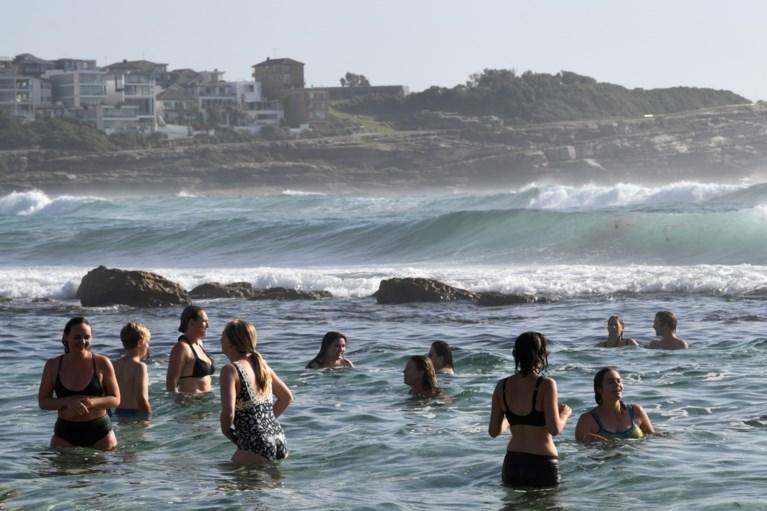 """Australië kreunt onder de hitte en haalt bijna 50 graden: """"Het lijkt hier wel de hel"""""""