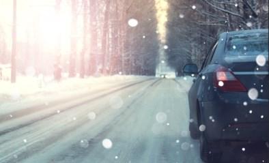 Tel tot vier, kijk niet naar de boom en 14 andere tips: zo raak je zonder problemen met de auto door de eerste sneeuw