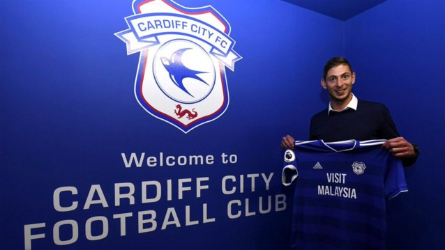 """Emiliano Sala, recordtransfer van Cardiff City, vermist nadat vliegtuigje van radar verdween: zoekactie opgeschort en """"het ergste"""" wordt gevreesd"""