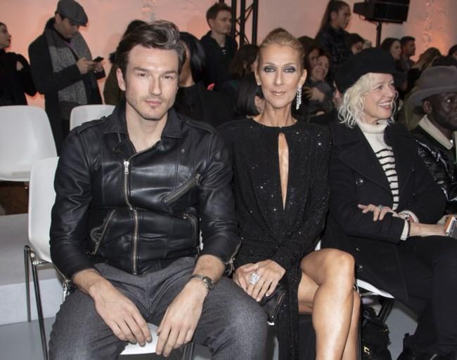 Céline Dion angstwekkend mager op Parijse modeweek