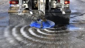 Waarom strooien we eigenlijk zout op de wegen en waarom is dat nat gemaakt?
