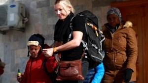 Twee getraumatiseerde zoons na jaren in Syrisch oorlogsgebied herenigd met biologische moeder, met dank aan Roger Waters van Pink Floyd