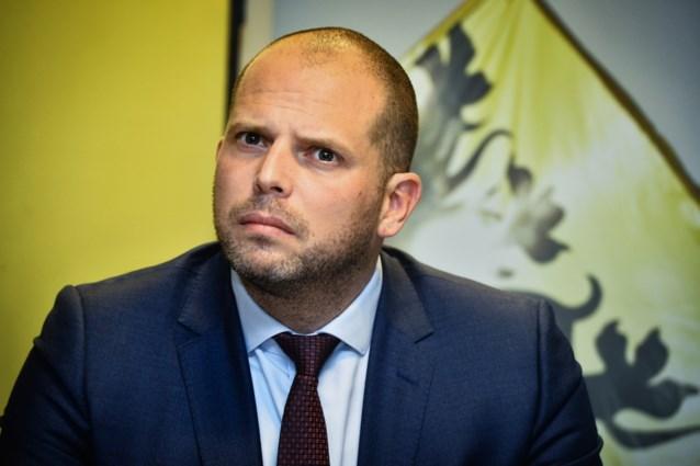 """Theo Francken ondervraagd over fraude met humanitaire visa: """"Volledige transparantie verschaffen"""""""