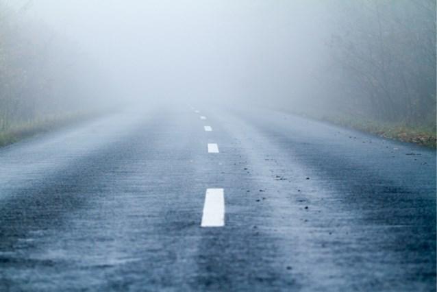 Gladde wegen door aanvriezende mist en ijsplekken