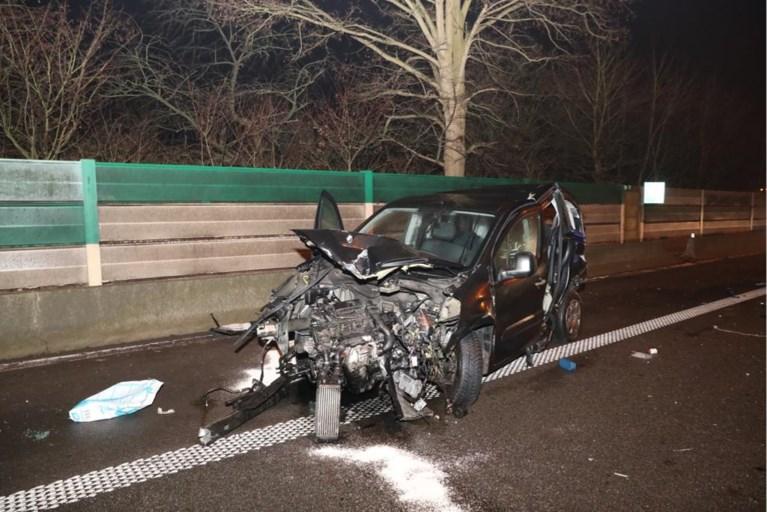 Twee snelwegen urenlang geblokkeerd door ongevallen: meerdere wegenwerkers gewond, ochtendspits draait in de soep