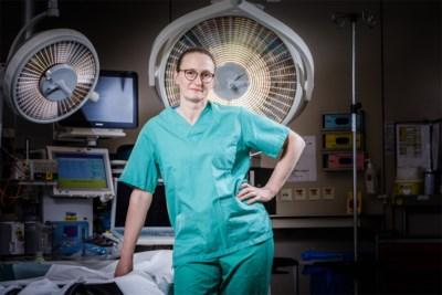 """Nieuwe 'Topdokter' is borstchirurg én borstkankerpatiënt: """"Plots lag ik zelf op de tafel waar ik elke woensdag opereer"""""""