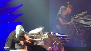 Verrassing: Bradley Cooper vergezelt Lady Gaga tijdens liveconcert voor hit 'Shallow'