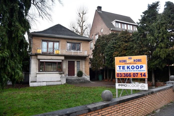 """Kleine villa naast Bart De Wever raakt niet verkocht: """"Alle gegadigden haken af"""""""