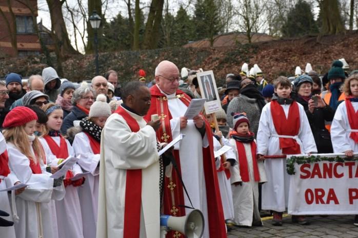 'Uitgestorven' processie is helemaal terug van weggeweest, net zoals de verwijzing naar borsten