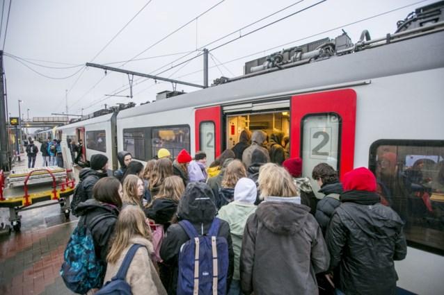 Waarom u zo vaak op een overvolle trein zit: een op zes treinstellen komt werkplaats niet uit
