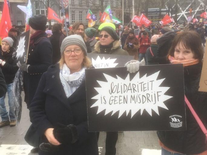500 betogers trotseren gure weer voor humaner asielbeleid