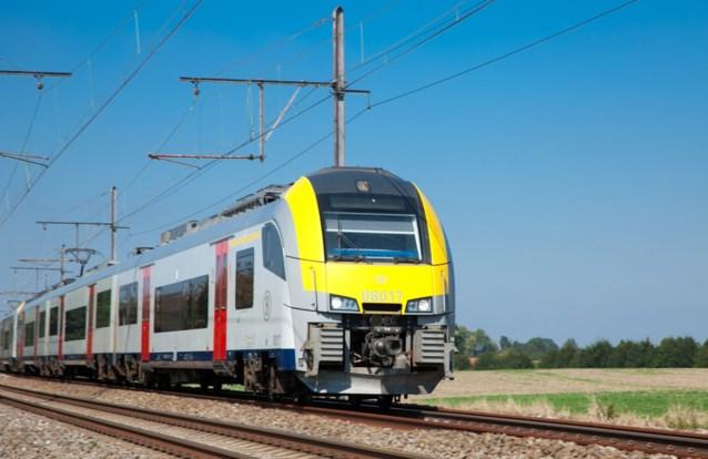 Circa 500 personen op defecte trein Oostende-Eupen in Bierbeek