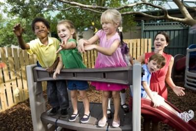 """Zorgen over de kinderen tijdens de zomervakantie? Ontdek het systeem 'één dag oppassen, een week opvang"""""""