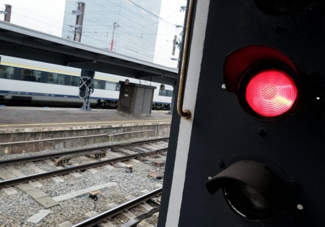Trein rijdt rood sein voorbij tussen Antwerpen en Noorderkempen