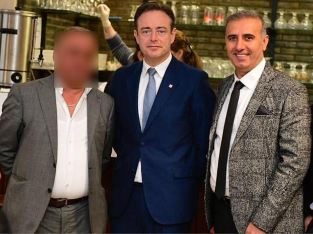 Hoe sjoemelend gemeenteraadslid Melikan Kucam in het vizier kwam dankzij zijn dubieuze familiebanden