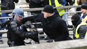 Franse ex-bokser die agenten aanviel tijdens gele hesjes-protest veroordeeld tot 30 maanden cel