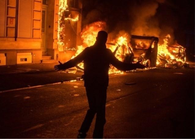 """Brandweer woest: """"80 uur werkstraf voor rellen op oudejaarsnacht in Molenbeek? We zijn gedegouteerd"""""""