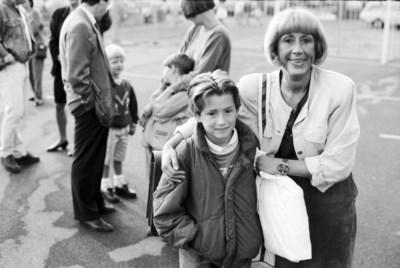 """30 jaar geleden bracht Riet haar zoon Geoffrey naar zijn nieuwe school. Wat zou er van hen geworden zijn? """"Mijn geluk komt nog. Dat geloof ik echt"""""""