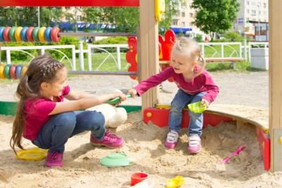 """""""Mijn dochter weigert haar speelgoed te delen."""" Opvoedingsdeskundige geeft advies"""