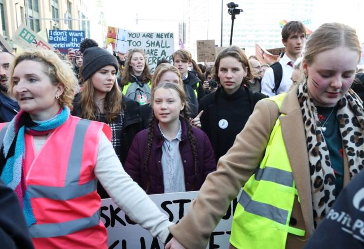 """7.500 jongeren in Brussel, Greta Thunberg belaagd door media: """"Politie moest ingrijpen"""""""