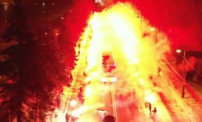 Zó ontvang je een spelersbus: Zenit-fans zorgen voor spectaculaire beelden